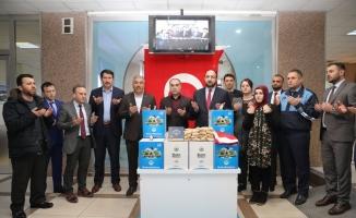 Mehmetçiğe Türk bayrağı ile fındık