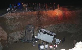 GÜNCELLEME - Bayburt'ta iki araç menfez çukuruna düştü: 8 ölü, 4 yaralı