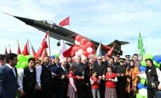 Trabzon'da F104 savaş uçağı ziyarete açıldı