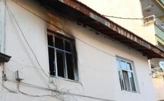Ailesiyle tartışan genç evi ateşe verdi
