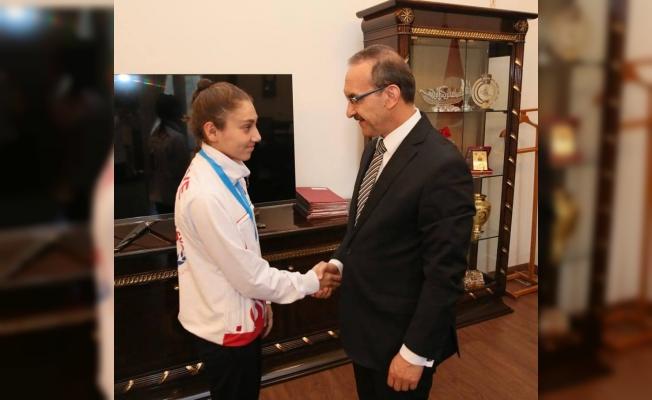 Ordu Valisi Yavuz, Avrupa ikincisi boksörü ödüllendirdi