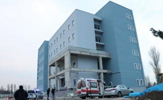 Asansör boşluğuna düşen 2 işçi öldü
