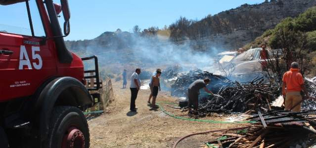 Urla İskele Mahallesindeki Yangın Yeri Yine Alev Aldı