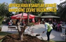 Büyükşehirden Sakatlar Derneği Bahçesine Çevre Düzenlemesi