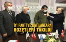 İyi Parti'ye Katılanlara Rozetleri Takıldı