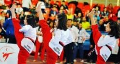 Bafra'nın Yıldız Kızları 16 Ülke 750 Sporcu Arasında 2. Oldular