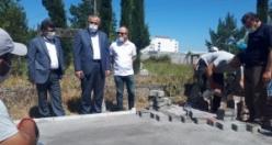 Bafra Belediyesi Asri Mezarlık Yollarına Parke Taşı Döşüyor