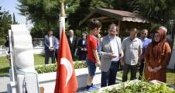Başkan Mustafa Demir'den Arife Günü'nde Şehitliklere Ziyaret