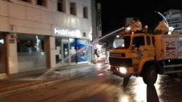 Bafra'da Sokaklar Köpükle Yıkanarak Dezenfekte Ediliyor