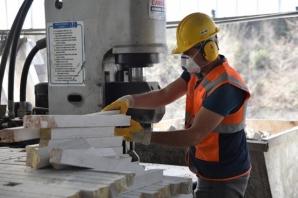 Yılda 25 Bin Ton Doğal Taş, Nakış Gibi İşleniyor