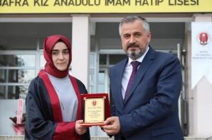 Bafra Kız Anadolu İmam Hatip Lisesi'nde Mezuniyet Programı