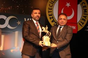 En Başarılı İlçe Belediye Başkanı Sarıcaoğlu Seçildi