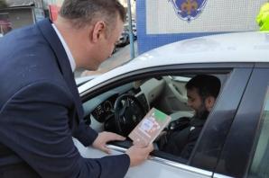 Bafra'da Trafik Kontrolünde Kitap Hediye Edildi