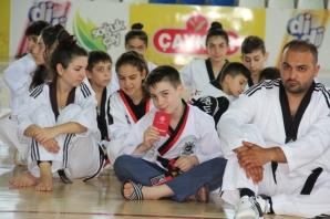 Bafralı 44 Taekwondocu Siyah Kuşağa Geçti