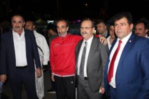 Başkan Şahin'e İstanbul'da Sevgi Seli