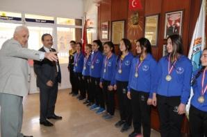 Başkan Şahin Okul Ziyaretlerini Sürdürüyor