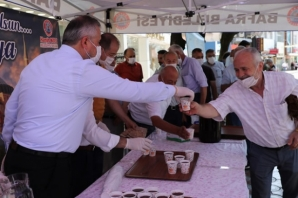Başkan Kılıç, Ayasofya Cami'nin Açılış Sevincini Şerbet Dağıtarak Yaşadı