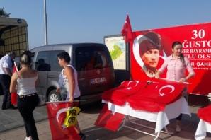 Büyükşehir Belediyesi'nden Samsunlulara Türk Bayrağı Hediyesi