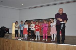19 Mayıs'ta Renkli Dünyalar' Tiyatro Oyunu Sahnelendi