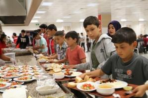 Başkan Topaloğlu Gençlerle İftar Yemeğinde Buluştu