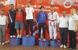 Bafra'dan 3 ve Kavak'tan 1 Taekwandocu Türkiye...