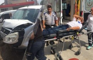 Bafra İlçesinde Trafik Kazası; 2 Kişi Yaralı