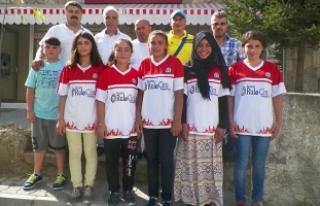 Mevlanaspor Kulübünden Türk Milli Takımına 4...