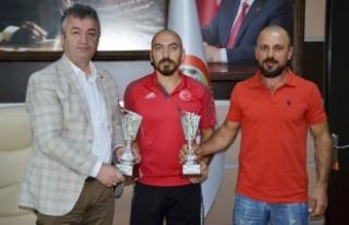 Milli Takım Sporcusu Koltuk'tan Başkan Topaloğlu'na...
