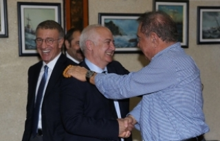 Ağaoğlu'ndan, onursal başkan Yılmaz'a ziyaret