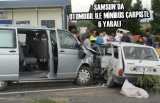 Samsun'da Otomobil İle Minibüs Çarpıştı:...