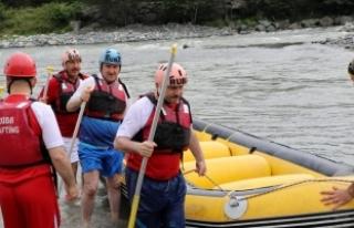 Gençlik ve Spor Bakanı Bak, rafting yaptı