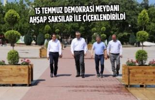 15 Temmuz Demokrasi Meydanı Ahşap Saksılar İle...