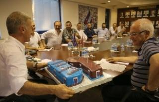 Ahmet Ağaoğlu'na doğum günü kutlaması