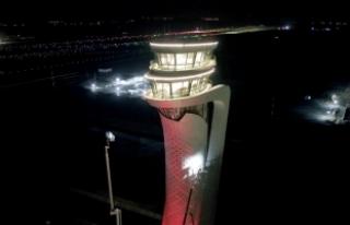 İstanbul Yeni Havalimanı'nda kule Türk Bayrağı...