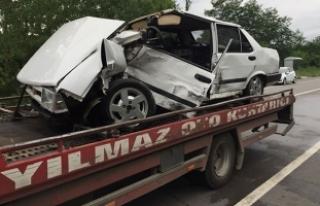 Samsun'da otomobil ile minibüs çarpıştı:...