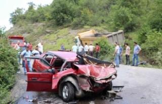 Zonguldak'ta kamyonla otomobil çarpıştı: 4 yaralı