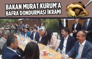 Bakan Murat Kurum'a Bafra Dondurması İkram Edildi