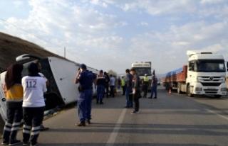 Amasya'da yolcu otobüsü devrildi: 1 ölü, 14...