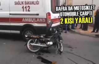 Bafra'da Motosiklet Otomobile Çarptı: 2 Yaralı