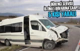 Öğrenci Servisi İstinat Duvarına Çarptı: 5 Yaralı