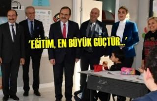 Başkan Zihni Şahin, Derse Girdi, Minik Öğrencilerle...