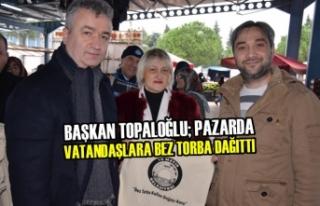 Başkan Topaloğlu; Pazarda Vatandaşlara Bez Torba...