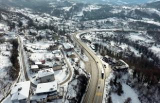 Düzce ve Bolu'da kar yağışı etkisini sürdürüyor
