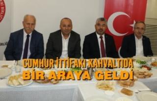 AK Parti ve MHP İl Yöneticileri Kahvaltıda Buluştu