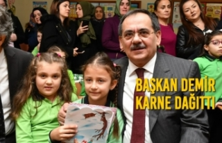 Başkan Demir, Karne Dağıttı; Öğrencilerin Heyecanına...