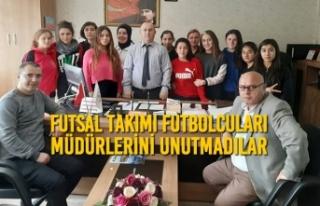 Futsal Takımı Futbolcuları Müdürlerini Unutmadılar