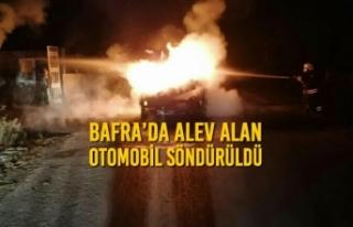 Bafra'da Alev Alan Otomobil Söndürüldü