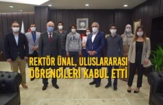 Rektör Ünal, Uluslararası Öğrencileri Kabul Etti