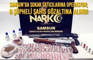 Samsun'da Sokak Satıcılarına Operasyon; 8 Şüpheli...