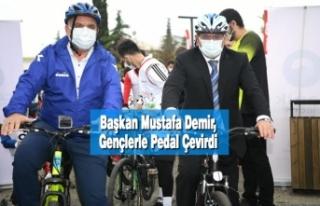 Başkan Mustafa; Gençlerle Pedal Çevirdi